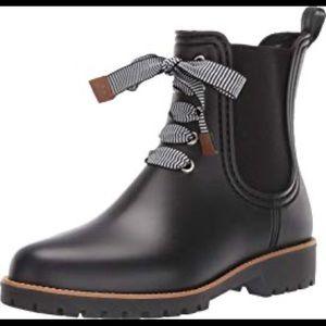 Bernardo   Zina bow rain boots in black rubber